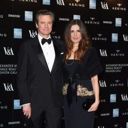 Colin Firth y Livia Firth en la inauguración de la exposición de Alexander McQueen en Londres