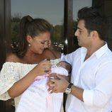Paula Echevarría llora emocionada en la presentación de su hija Daniella junto a David Bustamante