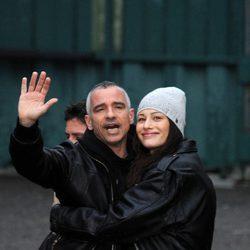 Eros Ramazzotti y Marica Pellegrinelli saludan en Milán tras presentar su segundo hijo