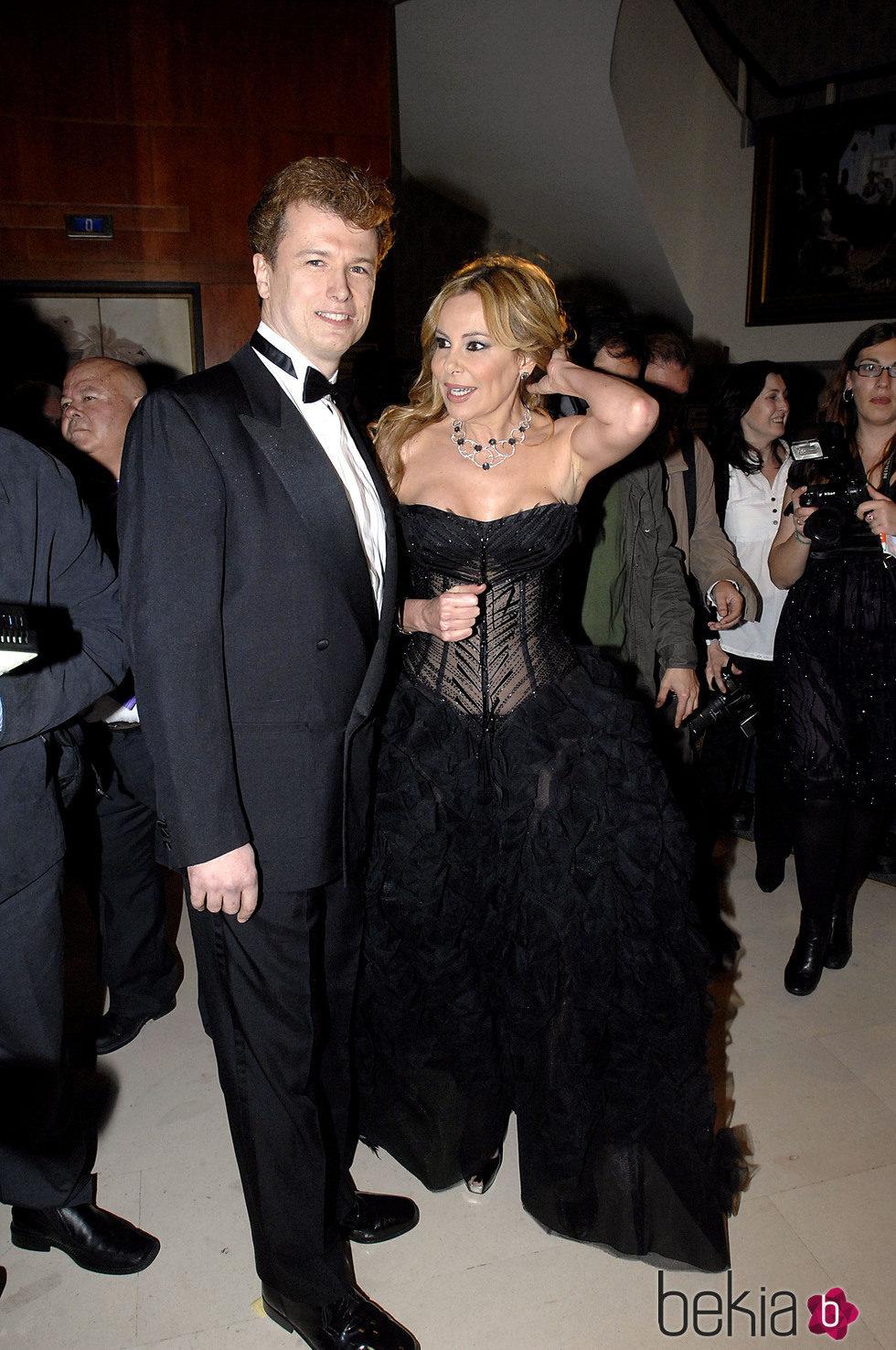 Ana Obregón y Javier Rigau en una gala benéfica