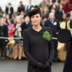 Kate Middleton luce embarazo en el Día de San Patricio 2015