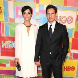 Jaimie Alexander y Peter Facinelli en la fiesta de HBO tras los Emmy 2014