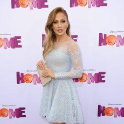 Jennifer Lopez  posando en el photocall de la premiere de Home