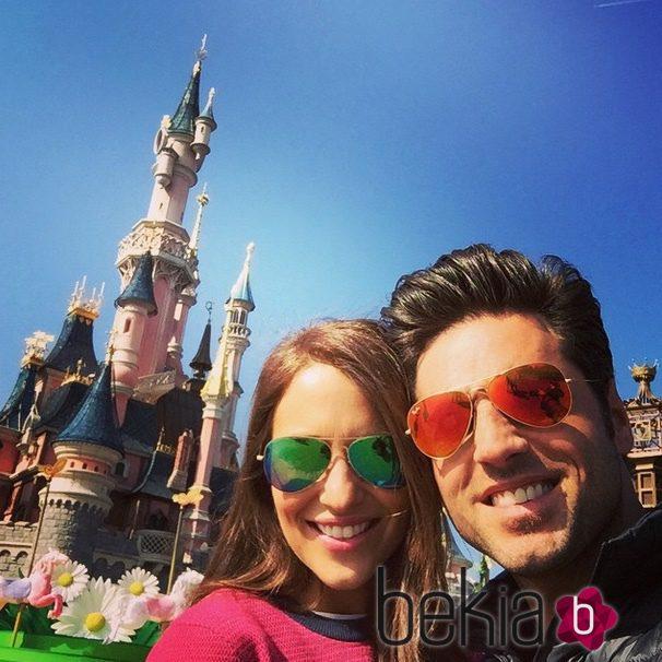 Paula Echevarría y David Bustamante celebran sus 10 años de amor en Disneyland París