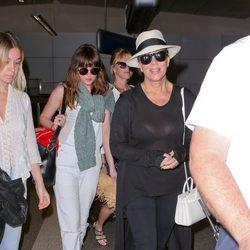 Dakota Johnson, Melania Griffith y Kris Jenner vuelven de sus vacaciones en Cancún