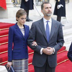 Los Reyes Felipe y Letizia, compungidos tras conocer el accidente de Germanwings