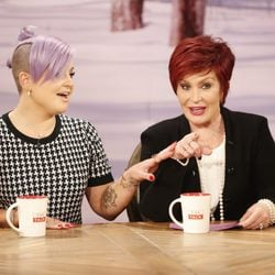 Kelly y Sharon Osbourne hablan de su reality en el programa 'The Talk'