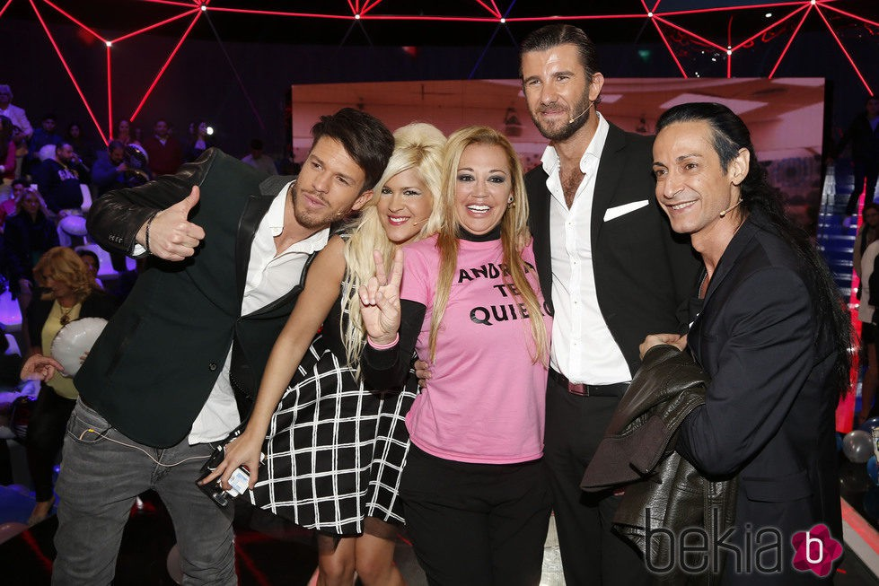 Belén Esteban celebrando su victoria en 'Gran Hermano VIP' con Fede, Ylenia, Israel Lancho y Sandro Rey