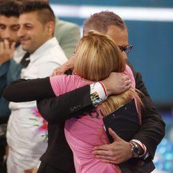 Belén Esteban abrazando a Jordi González tras ganar 'Gran Hermano VIP'