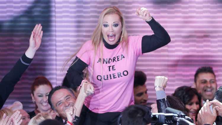 Belén Esteban aclamada por sus familiares al llegar al plató de 'Gran Hermano VIP'