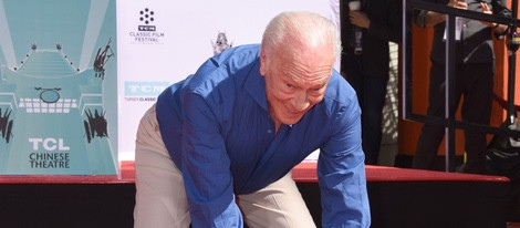 Christopher Plummer plasma sus huellas en el Teatro Chino de Hollywood