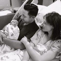 Coco Rocha, James Conran y su primera hija, Ioni Conran