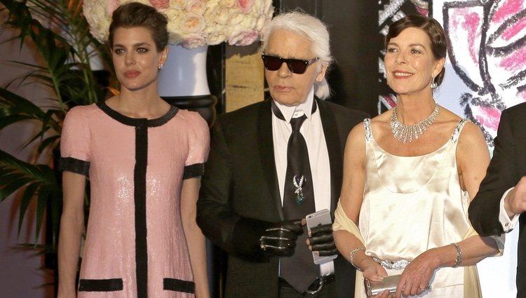 Carlota Casiraghi, Karl Lagerfeld y Carolina de Mónaco en el Baile de la Rosa 2015