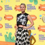 Kaley Cuoco-Sweeting en la alfombra naranja de los Nickelodeon Kids Choice Awards 2015
