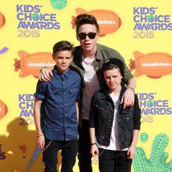 Romeo James, Brooklyn y Cruz Beckham en los Nickelodeon Kids Choice Awards 2015