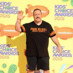Kevin James en la alfombra naranja de los Nickelodeon Kids Choice Awards 2015