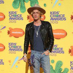 Cody Simpson llegando a los Nickelodeon Kids Choice Awards 2015