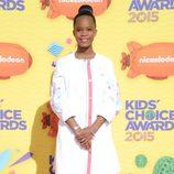 Quvenzhané Wallis en la alfombra naranja de los Nickelodeon Kids Choice Awards 2015
