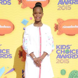 Quvenzhané Wallis en la alfombra naranja de los Nickelodeon Kids Choice Awards 2015