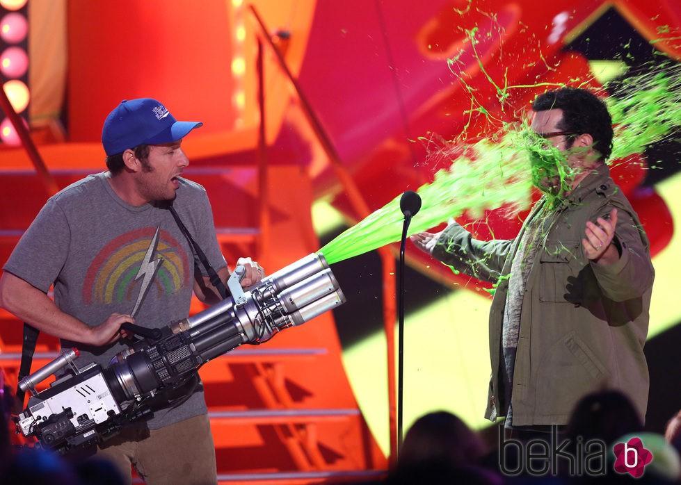 Adam Sandler y Josh Gad en los Nickelodeon Kids Choice Awards 2015