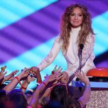 Jennifer Lopez en el escenario de los Nickelodeon Kids Choice Awards 2015