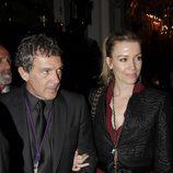 Antonio Banderas muestra la Semana Santa de Málaga a Nicole Kimpel