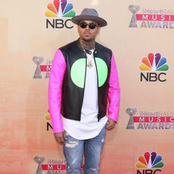 Chris Brown en los premios iHeartRadio 2015