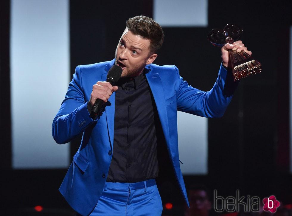 Justin Timberlake recibe un premio en los iHeartRadio 2015