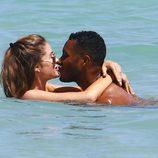 Doutzen Kroes y Sunnery James aprovechan un baño para dar rienda suelta a la pasión durante sus vacaciones primaverales en Miami