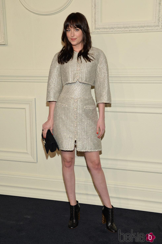 Dakota Johnson en la presentación en Nueva York de la colección de Chanel París-Salzburgo 2014/15