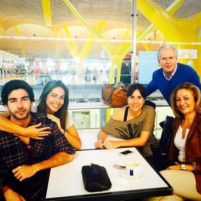 Lara Álvarez con su familia antes de ir a 'Supervivientes 2015'