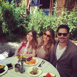 Sofía Vergara y Joe Manganiello celebrando su primer Día de Pascua con su sobrina Claudia