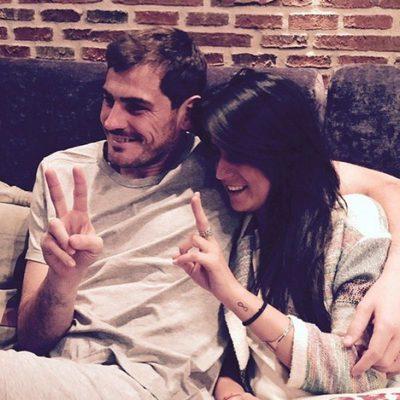 Iker Casillas y su cuñada Irene Carbonero viendo 'La Voz'