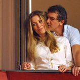 Antonio Banderas y Nicole Kimpel viendo las procesiones de Semana Santa de Málaga
