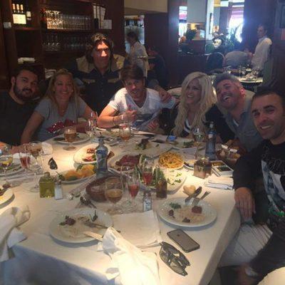 Belén Esteban, Miguel, Ylenia, Fede, Toño Sanchís y Leo Millares comiendo juntos