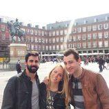 Jonathan, Yolanda y Vitín, de 'GH 15', en la Plaza Mayor de Madrid
