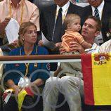 Los Duques de Palma y su hijo Juan con Carlos García Revenga
