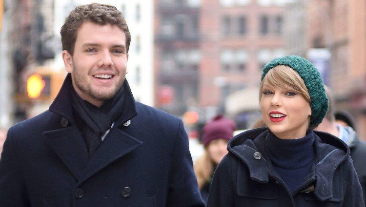 Taylor Swift con su madre Andrea y su hermano Austin
