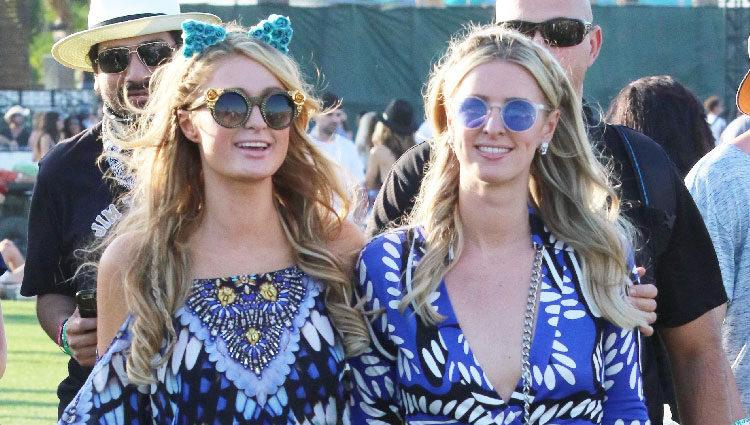 Paris y Nicky Hilton en el Festival de Coachella 2015