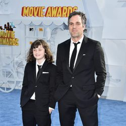 Mark Ruffalo con su hija Bella Ruffalo en los MTV Movie Awards 2015