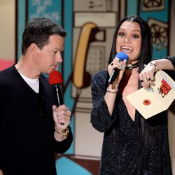Mark Wahlberg y Jessie J durante la gala de los MTV Movie Awards 2015