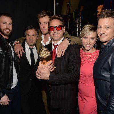 El reparto de 'Vengadores: La era de Ultrón' durante la gala de los MTV Movie Awards 2015
