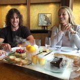 Carles Puyol celebra su 37 cumpleaños en Shanghai con Vanesa Lorenzo