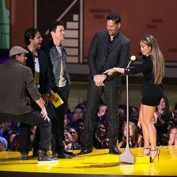 Channing Tatum marcándose un baile en el escenario en los 'MTV Movie Awards' 2015