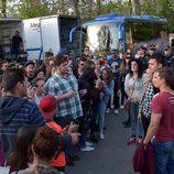 Álex González con una multitud en el rodaje de 'El Príncipe' en Granada