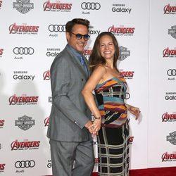 Robert Downey Jr. y su mujer Susan en el estreno de 'Los vengadores: la era de Ultron' en Los Angeles
