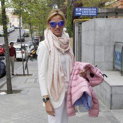 Alejandra Prat visitando a su sobrino Joaquín Prat Bravo en el hospital