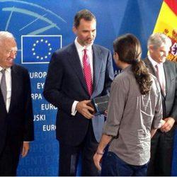 Pablo Iglesias regala 'Juego de Tronos' al Rey Felipe
