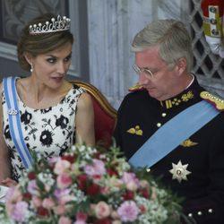 La Reina Letizia hablando con Felipe de Bélgica en el 75 cumpleaños de Margarita de Dinamarca