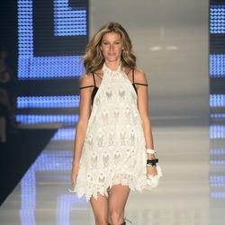 Gisele Bündchen desfila por última vez para Colcci en la Semana de la Moda de Sao Paulo